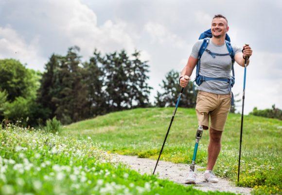 Komfortowe użytkowanie protezy, czyli jak chodzić lepiej i pewniej? – poradnik