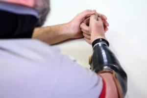Protezy ręki i pokrycia kosmetyczne – przegląd rozwiązań dostępnych na rynku | WZSO